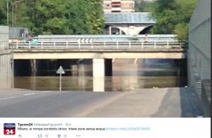 Milano, scoppia tubatura dell'acqua: allagata zona via Mecenate