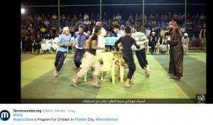 Guarda la versione ingrandita di Isis lancia Olimpiadi stile Jihad: tiro alla fune e palloncini FOTO