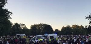 YOUTUBE Scontri a Londra: 4 persone accoltellate a Hyde Park