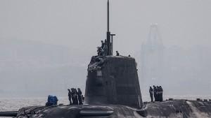 Gibilterra, sottomarino nucleare inglese si scontra con mercantile