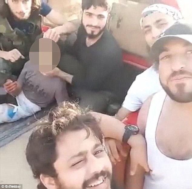 Siria, decapitato a 12 anni