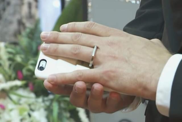 Sposa il suo iPhone a Las Vegas4