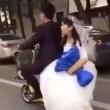 Sposini in viaggio di nozze: scooter salta su dosso e lei