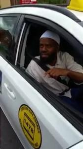 """Guarda la versione ingrandita di YOUTUBE Tassista musulmano al non vedente: """"No al cane in auto. Motivi religiosi"""""""