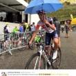 Tour de France, grandinata durante gara Pantano al traguardo con l'ombrello3