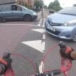 Trauma cranico per ciclista: colpito da auto che gira
