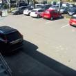 YOUTUBE La investe mentre le ruba auto: pensionata finisce su sedia a rotelle3