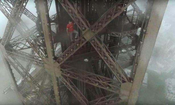 calano Torre Eiffel: a 300 metri da terra senza protezioni2