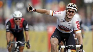 Tour de France 2016: Greipel vince ultima tappa, Froome arriva in parata