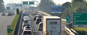 Guarda la versione ingrandita di Incidente su autostrada A4 direzione Venezia: scontro tra tir