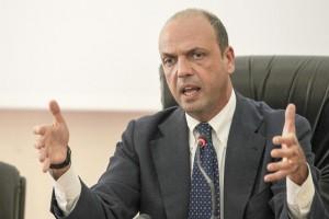 """Tangenti a Roma, indagata: """"Padre di Alfano mi ha mandato 80 curriculum"""""""