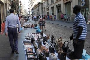 Brindisi: ambulante senegalese non accetta 50 euro falsi, pestato