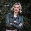 YOUTUBE Antonia Liskova al Giffoni Festival: sale in bici e si vede...3