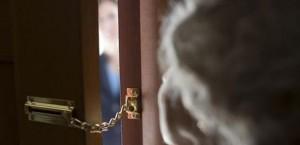 Anziani rapinati a Gonars: gli rubano i soldi per il funerale