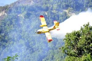 Incendio Vesuvio: forte puzza di bruciato,Canadair in azione