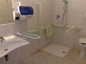 Guarda la versione ingrandita di Capri, ospedale choc: bagno disabili usato come rispostiglio