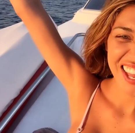 Belen Rodriguez, video su barca: sensuale e... 05
