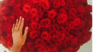 Belen Rodriguez, rose rosse da...Borriello? Iannone? Fedez?
