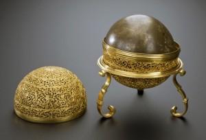 Guarda la versione ingrandita di Bezoario, la perla umana che si ferma nel corpo. La usano per...