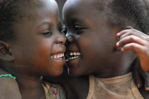 """Congo, """"bimbi con genitori sottratti per adozioni in Italia"""": inchiesta L'Espresso"""