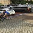 Ladri di biciclette ripresi dalle telecamere: li riconoscete? FOTO
