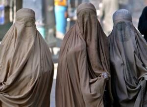 Jesolo, 3 donne in burqa in negozio: chiamata la polizia