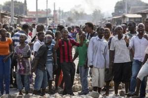 Guarda la versione ingrandita di Burundi: ecco cosa fanno alle donne i giovani del partito al governo (foto Ansa)