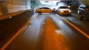Guarda la versione ingrandita di VIDEO YOUTUBE Bus travolge le auto in fila in autostrada: 4 morti, 16 feriti