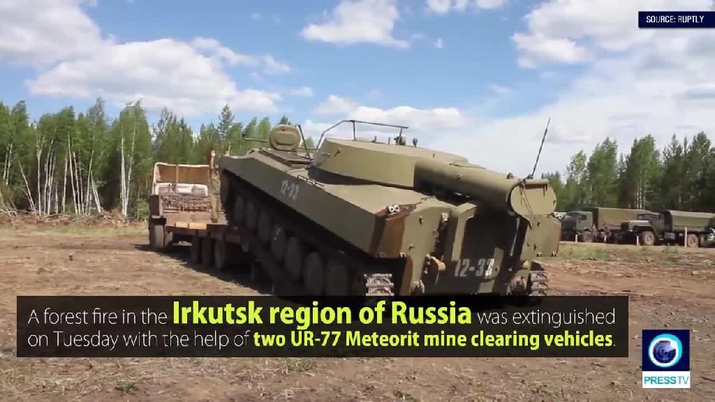 Incendio nel bosco, l'esercito russo lo spegne