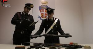 Guarda la versione ingrandita di Milano, in casa arsenale e divise carabinieri: arrestato