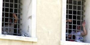 Ivrea, detenuti si fingono gay: volevano stare con...