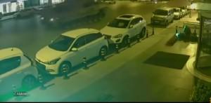 """Turchia: travolto da due carri armati, """"solo"""" un braccio rotto"""