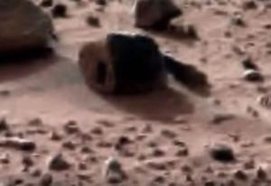 """YOUTUBE """"Casa aliena su Marte"""": misteriosa roccia"""