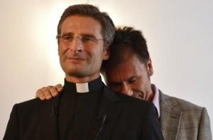 """Monsignor Charamsa: """"In Vaticano preti gay con compagni"""""""
