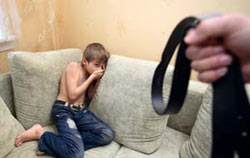 Biella. Picchiavano i 4 figli con la cinghia. Condannati ma... impuniti