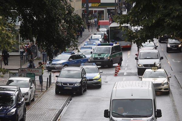 Germania, donna armata a Colonia: allarme al centro per l'impiego04