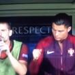 Cristiano Ronaldo in panchina colpisce un compagno così