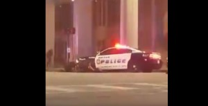Guarda la versione ingrandita di YOUTUBE Dallas, spari tra polizia e neri: video dalla strada e dall'alto