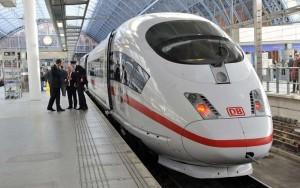 Germania, uomo prova ad accoltellare passeggeri su treno: arrestato