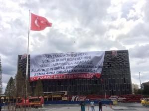 Guarda la versione ingrandita di Turchia, Erdogan sospende altri 6.500 docenti. Arrestato rettore. Nuove torture