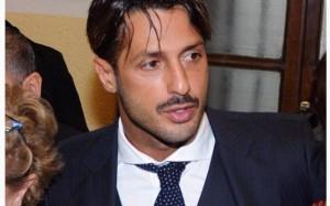 """Guarda la versione ingrandita di Fabrizio Corona, giudice: """"Non può lasciare la Lombardia"""""""