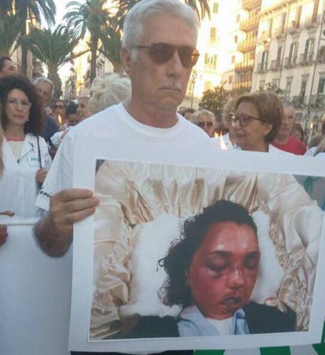 Federica De Luca e figlio uccisi dal marito: a Taranto sfilano genitori22