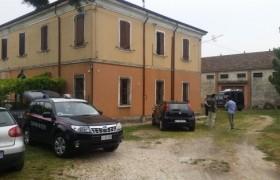 Ferrara, spari a coppia di anziani in casa: lui muore, due ricercati