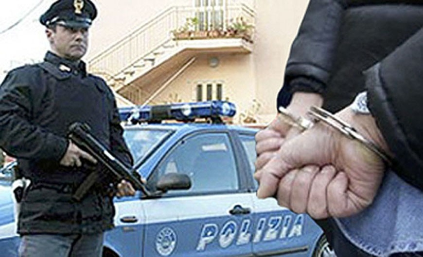 Roma, finti poliziotti fermano turisti per controlli antidroga e...