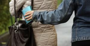 """Venezia: """"scuola di borseggio per bambine"""" in piazza. Insegnano donne incinte"""
