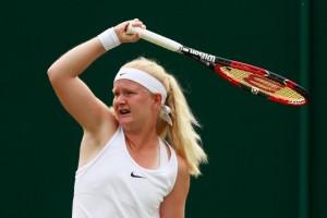 Francisca Jones, tennista a Wimbledon con solo 4 dita FOTO