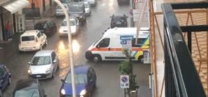 Guarda la versione ingrandita di Frattamaggiore: pronto soccorso allagato, ambulanza torna indietro