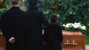 """Madre fa causa al figlio...morto: """"Mi ha causato un trauma"""""""