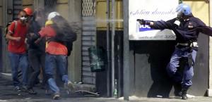 G8, multa agli agenti picchiatori: 47 €. E sentenze sbianchettate...