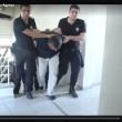 Turchia: generali del golpe pestati e umiliati dalla polizia di Erdogan VIDEO